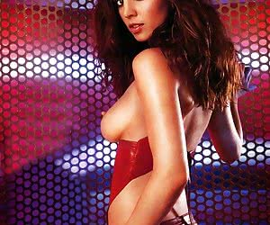 As you can see Eliza Dushku has no problems with posing naked for her fans!