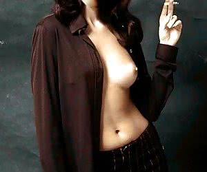 Even if you are not big fan of Gillian Anderson you still gotta see her boobies!