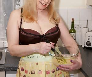 Hello Boys, come into my kitchen and see whats cooking, Im mixing up something nice and creamy and it tastes so good, Yo