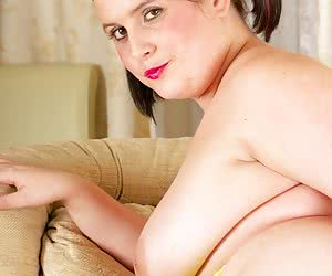Hi Guys do you think I look sweet and innocent in my yellow bra and fishnet stockings and pink knickers, not that I keep