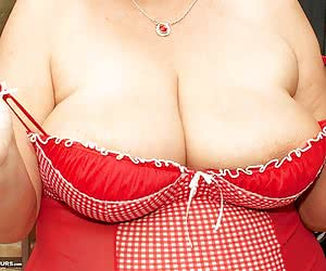 Hi Guys I had gone down to Clacton to visit Busty Kim and Take a few Pics and shoot some video and in this set we had br