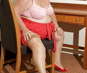 Its back to 2011 for this set, which I found deep in the archives its your favourite GILF, Grandma Libby, shot in a Nott
