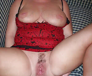 Fat mature amateurs showing their open pussy holes