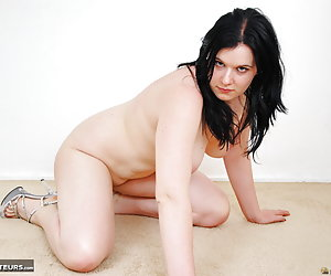 Mona Summers, young Dutch pornstar is full nude and spreading her legs wide open to give you a good view at her pussy an