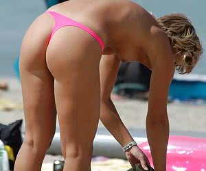 Long-legged amateurs exposing their sexy asses in thongs