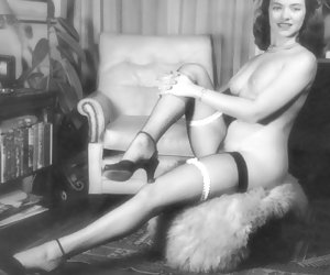 Well, all these hotties certainly know which way they should show their bodies in vintage lingerie