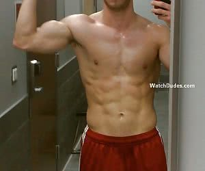 Amateurs selfpictures of real boyfriend in the mirror